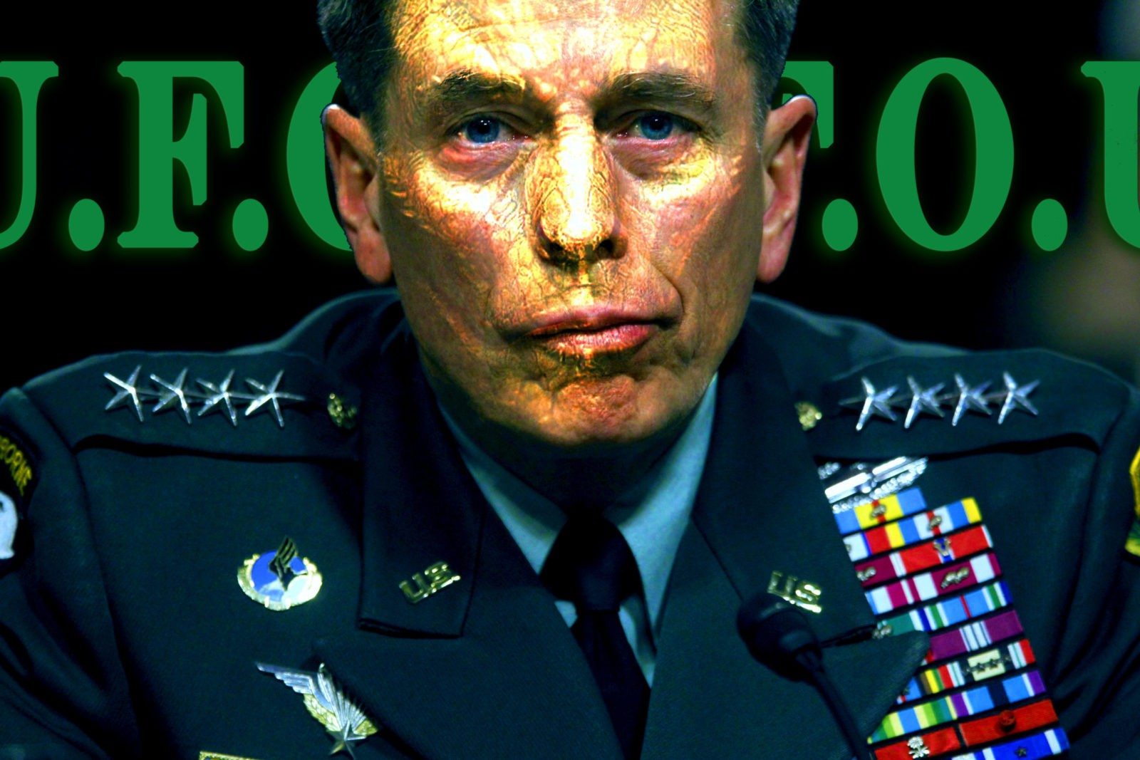 "La bizarra transformación ""En Vivo"" del General Petraeus en un Reptiliano (Video)"