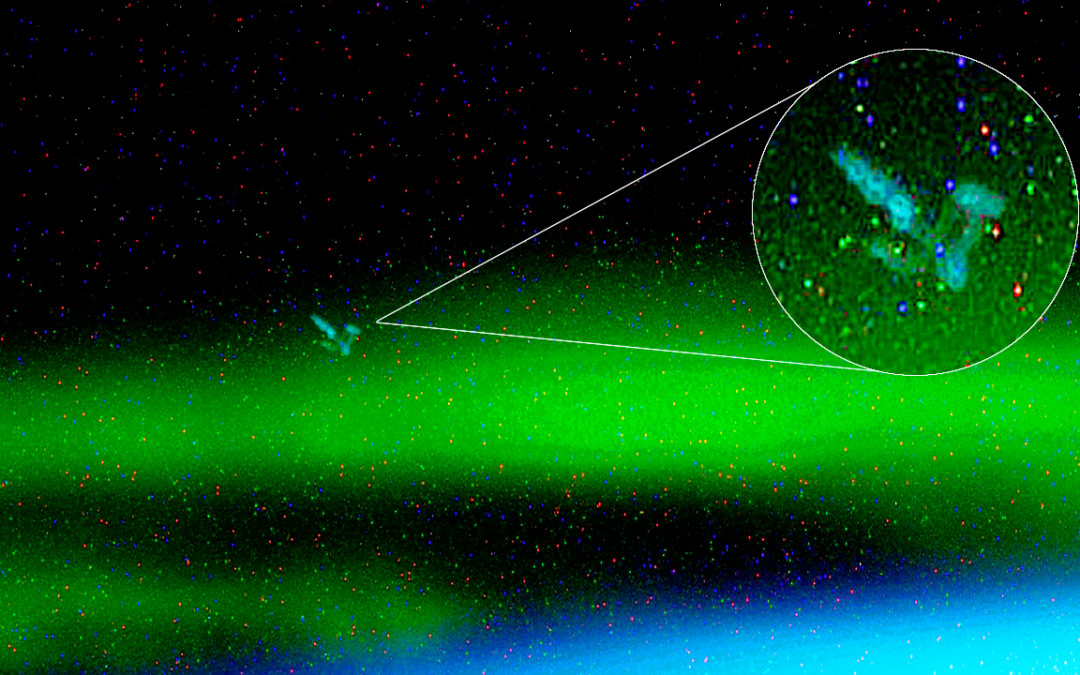 Un espectacular OVNI es captado por NASA en una aurora boreal (Video)